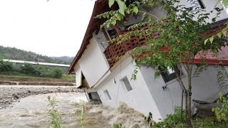 80% dintre români stau în case neasigurate