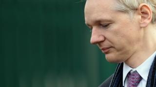 Assange nu se predă, pentru că Chelsea Manning nu va fi eliberată imediat