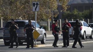 Atac armat în SUA! S-au tras cel puţin 30 de focuri de armă