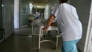 Fapte incredibile într-un spital: două asistente, înjunghiate de un pacient