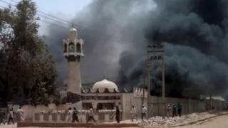 Atentat sinucigaș într-o moschee, soldat cu cel puțin 50 de morți