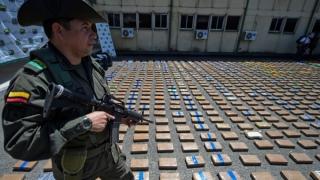 ATAC CU BOMBĂ asupra unei secţii de poliţie: Cel puțin 3 poliţişti au fost uciși!