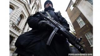 Atac terorist sau jaf? Focuri de armă şi morţi în faţa unei bănci!