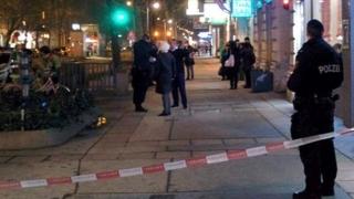 Atac cu cuţitul în Viena. Mai multe persoane rănite!