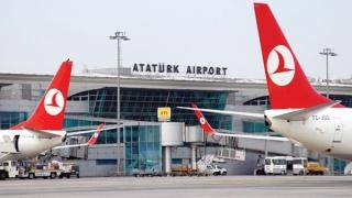 MAE a organizat două puncte de informare/adunare pentru cetăţenii români din aeroportul Ataturk