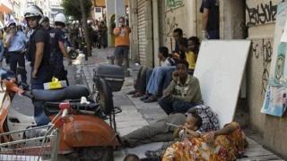 Poliția elenă evacuează o tabără de refugiați din apropiere de Atena