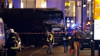 Atac la Berlin! Un individ a intrat cu camionul în mulțime!