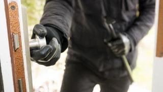 Atenție, hoții sunt creativi! Cum să vă feriți de furturi și înșelăciuni