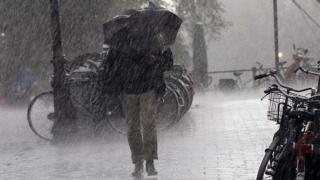 MAE, atenţionare de călătorie: Cod roşu de vânt puternic din cauza Uraganului Leslie