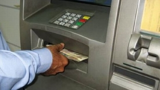 Au dat iama în bancomate, dar nu s-au ales cu nimic