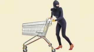 """Au ieșit la """"cumpărături"""", dar au ajuns la Poliție"""