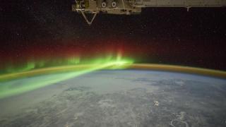 Aurora boreală și craterul Manicouagan