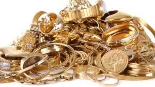 Aurul atinge maximul ultimelor două luni