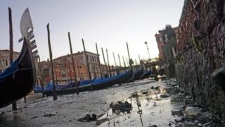 AU SECAT canalele din Veneţia. Navigaţia, închisă temporar