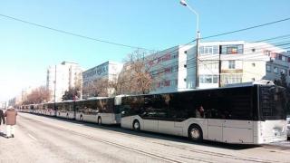 Au sosit noile autobuze RATC! Vom circula cu ele la anu'... și la mulți ani!