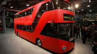 Un autobuz supraetajat a lovit o clădire în sudul Londrei. Mai mulți răniți