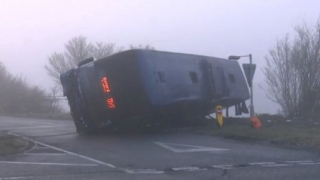 Autobuz răsturnat în Marea Britanie: 17 răniți