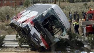 Accident cumplit! 48 de morţi, după ce un autocar s-a răsturnat în prăpastie