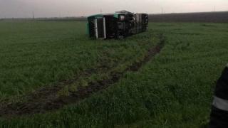Autocar cu 39 de pasageri, răsturnat la Drajna, în zona unde s-a format o tornadă
