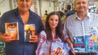 Trei autori constănțeni invită iubitorii de lectură pe plaja culturală a târgului VALURI DE CARTE