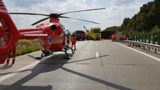 Copil preluat cu elicopterul dintr-o mașină răsturnată pe Autostrada Soarelui
