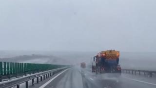 VIDEO : Ninge pe Autostrada Soarelui. Avertizare ANM de ninsori și vânt puternic pentru Dobrogea