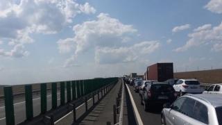 Tamponări pe Autostrada Soarelui. Circulaţia se desfăşoară cu dificultate