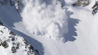 Un mort şi un rănit în stare gravă, în urma unei avalanşe