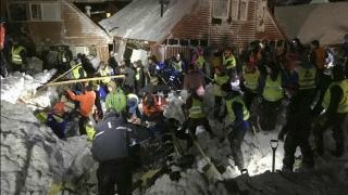 Au fost găsiți 6 supraviețuitori în hotelul din Italia lovit de avalanșă