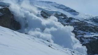 O avalanșă a surprins 7 persoane în Retezat. Se pare că doi copii ar fi murit