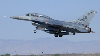 Încă trei aeronave F-16 Fighting Falcon, preluate de Forțele Aeriene Române