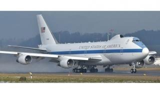 Avioane create să reziste la o explozie nucleară, avariate... de o tornadă