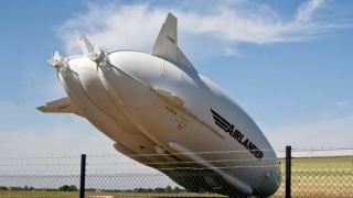 Cea mai mare aeronavă din lume s-a prăbuşit. Două persoane au fost rănite