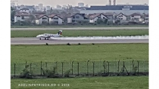 Un avion a luat foc la decolare, pe Aeroportul Băneasa