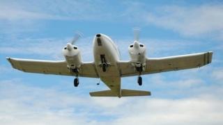 PANICĂ! Un avion a căzut în gol sute de metri, după ce decolase de la Otopeni