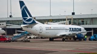 Un avion al companiei TAROM, lovit pe aeroportul din Amsterdam de o mașină de handling