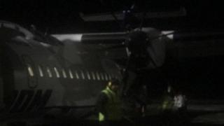 ALERTĂ! Probleme cu un avion în care se aflau miniștrii T. Meleșcanu și Liviu Pop