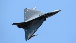 Avion militar prăbușit! Piloții au murit după ce s-au catapultat