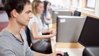 """Peste 3.000 de elevi constănțeni, """"în focurile"""" probei digitale"""