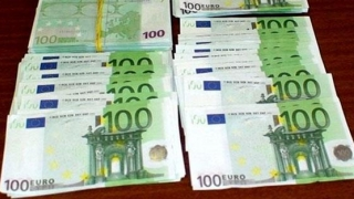 Arestați preventiv! Au pus în circulație bancnote de 100 de euro false