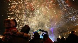 Cât alocă românii pentru petrecerile de Crăciun şi Revelion