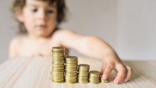 Cum se calculează indemnizaţia pentru creşterea copilului şi cât este în martie