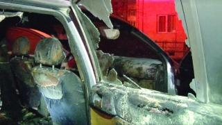 Bănuit că a dat foc la două maşini, se află în arestul Poliţiei