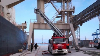 Alertă în Portul Constanţa Sud Agigea! Bărbat găsit mort într-o macara