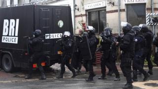 Cinci persoane reținute, după descoperirea unei bombe artizanale la Paris