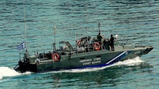 Cel puțin opt persoane s-au înecat după ce o barcă cu refugiați s-a scufundat în Grecia