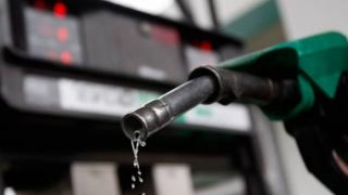 Barilul de petrol a scăzut sub pragul de 45 de dolari