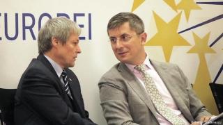 """Dan Barna și Dacian Cioloș anunță pe Facebook deschiderea unei """"liste de semnături pentru o moțiune de cenzură"""" împotriva Guvernului Cîțu."""