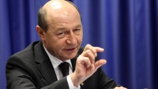 Traian Băsescu: Trebuie să scoatem medicii din categoria bugetarilor