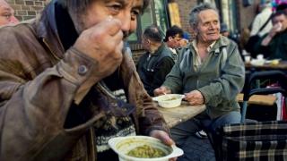 Băsescu zicea că dăm prea mulţi bani pe asistaţii social! UE zice că prea puţini!